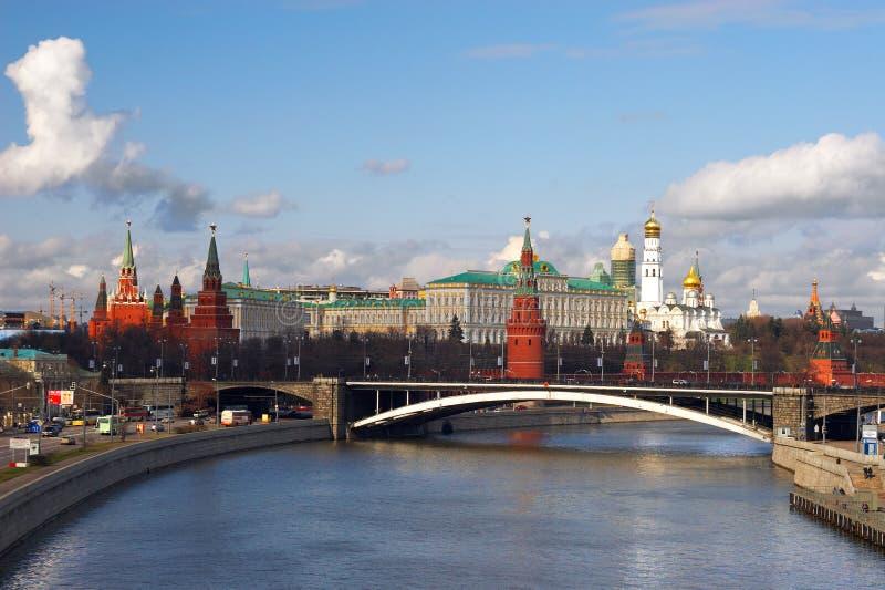 Ville et fleuve de Moscou. images libres de droits