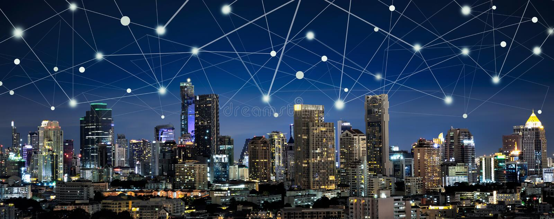 Ville et Internet futés des choses, networ sans fil de communication photos libres de droits