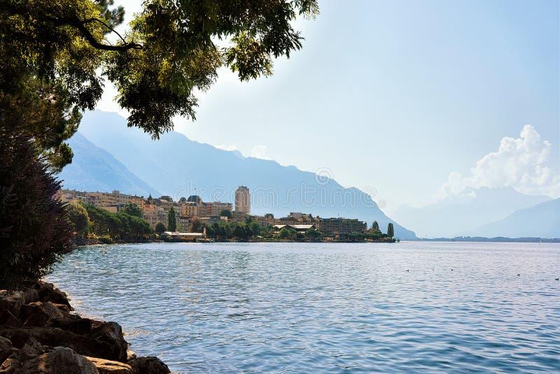 Ville et littoral de Montreux sur le Suisse la Riviera de lac geneva photos stock