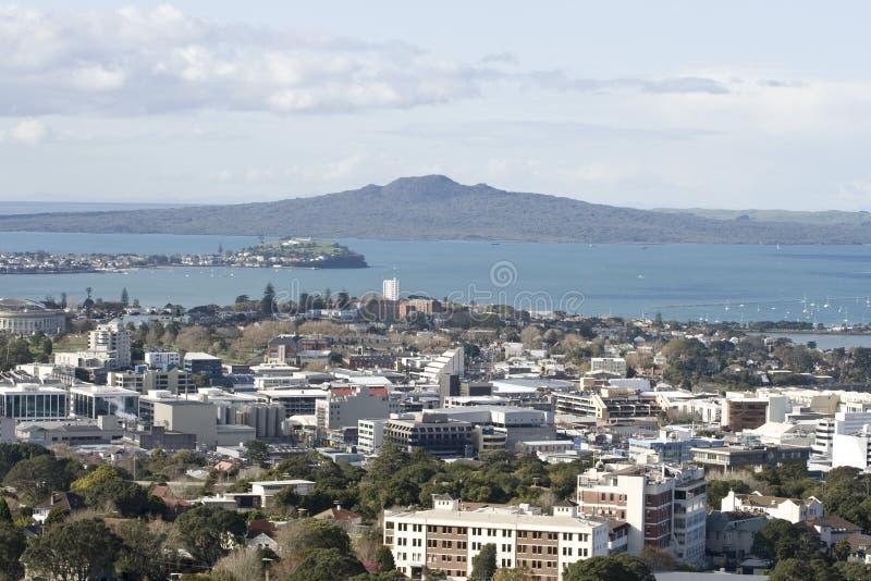 Ville et Rangitoto ISL d'Auckland. photographie stock libre de droits