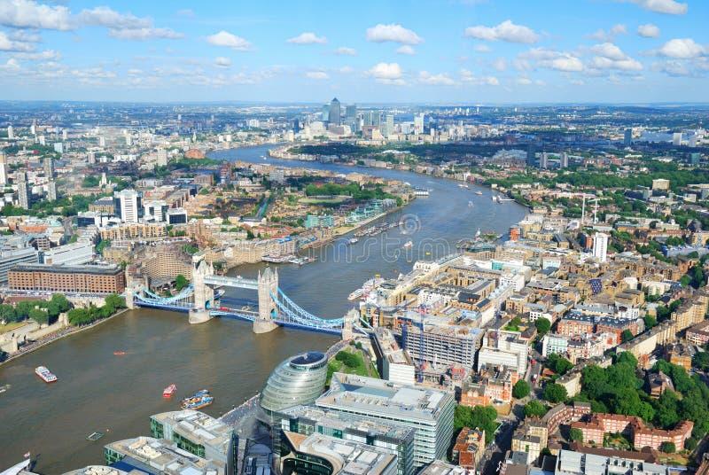 Ville et Tamise de Londres d'en haut photographie stock libre de droits
