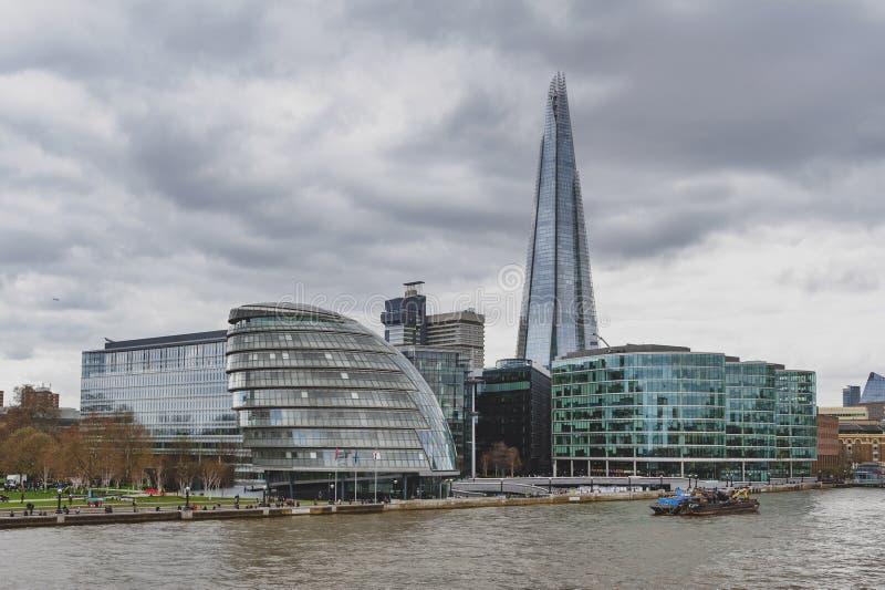 Ville hôtel de Londres et le tesson, le bâtiment le plus grand au R-U, points de repère architecturaux iconiques par la Tamise, A photos libres de droits