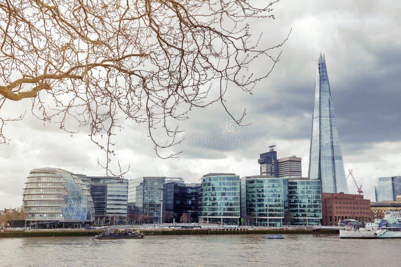 Ville hôtel de Londres et le tesson, le bâtiment le plus grand au R-U, points de repère architecturaux iconiques par la Tamise, A photo libre de droits