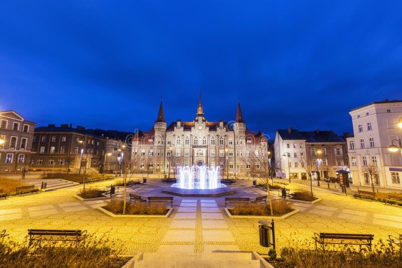 Ville hôtel de Walbrzych à la soirée photos libres de droits