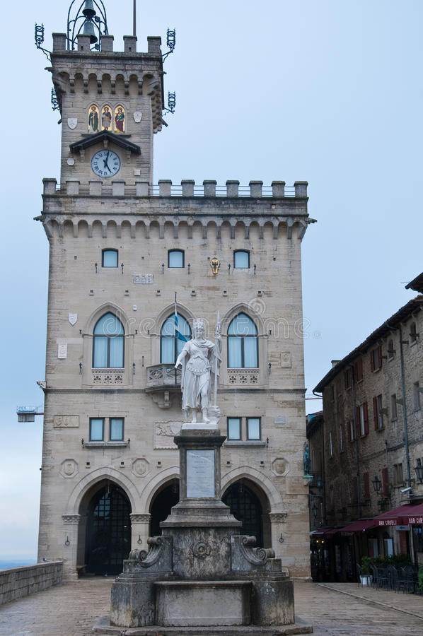 Download Ville Hôtel Au Della Liberta, Liberté De Statue, Saint-Marin De Piazza Image stock éditorial - Image du marino, della: 76088959