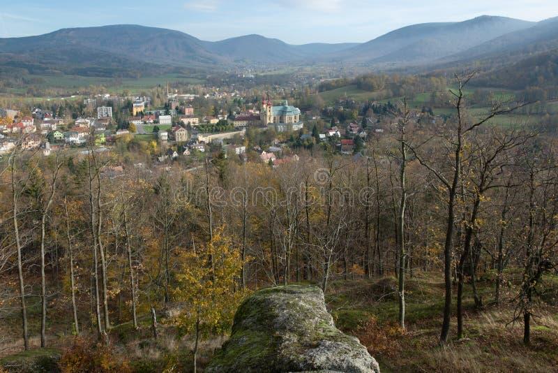 Ville Hejnice, République Tchèque de montagnes de Jizera photographie stock libre de droits