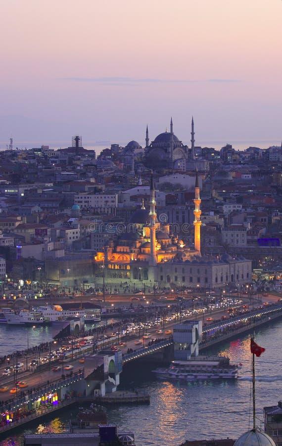 Ville historique d'Istanbul et de klaxon d'or images libres de droits