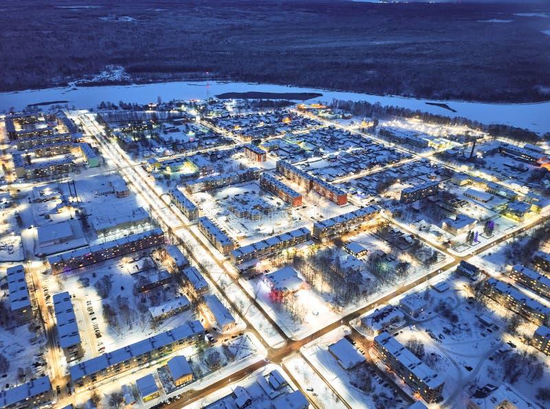Ville le soir, paysage urbain d'hiver photo libre de droits