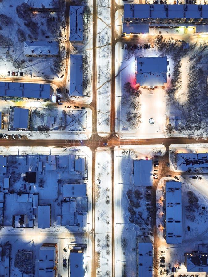 Ville le soir, paysage urbain d'hiver images libres de droits
