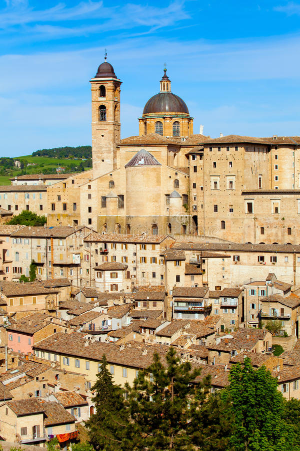 Download Ville Médiévale Urbino En Italie Photo stock - Image du italie, landmark: 77161226