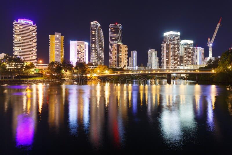 Ville moderne australienne la nuit photos stock