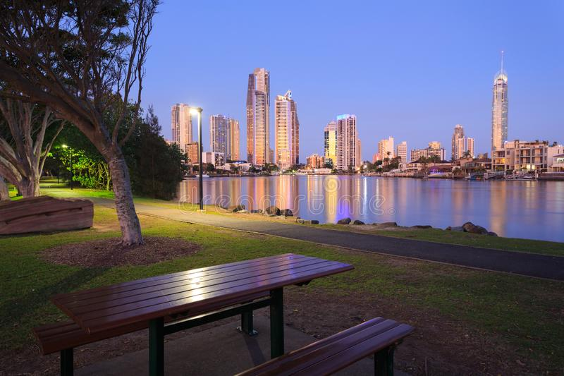 Ville moderne australienne le soir photo stock