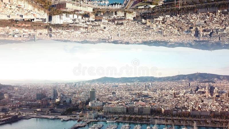 Ville moderne avec l'effet de miroir barre Vue sup?rieure de grand paysage de ville avec l'effet des r?alit?s parall?les Panorama images libres de droits