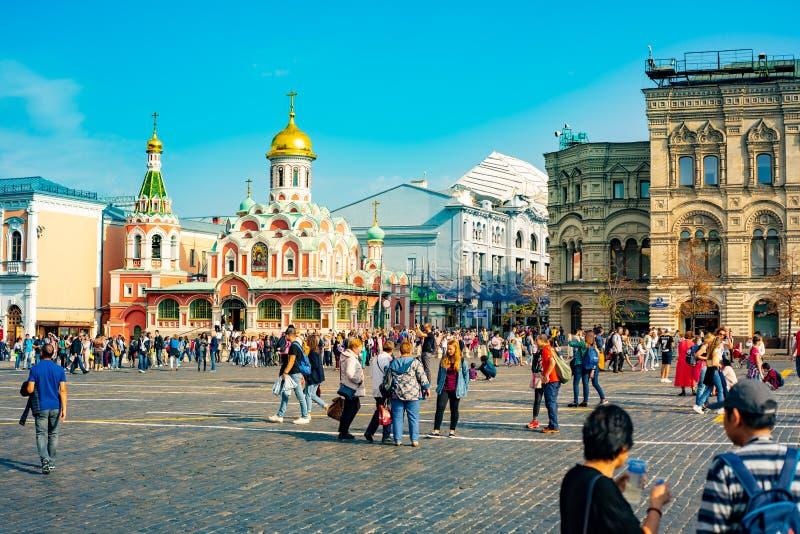 Ville Moscou L'attraction principale de la ville Grand dos rouge Cathédrale de Kazan sur le fond de la gomme image stock
