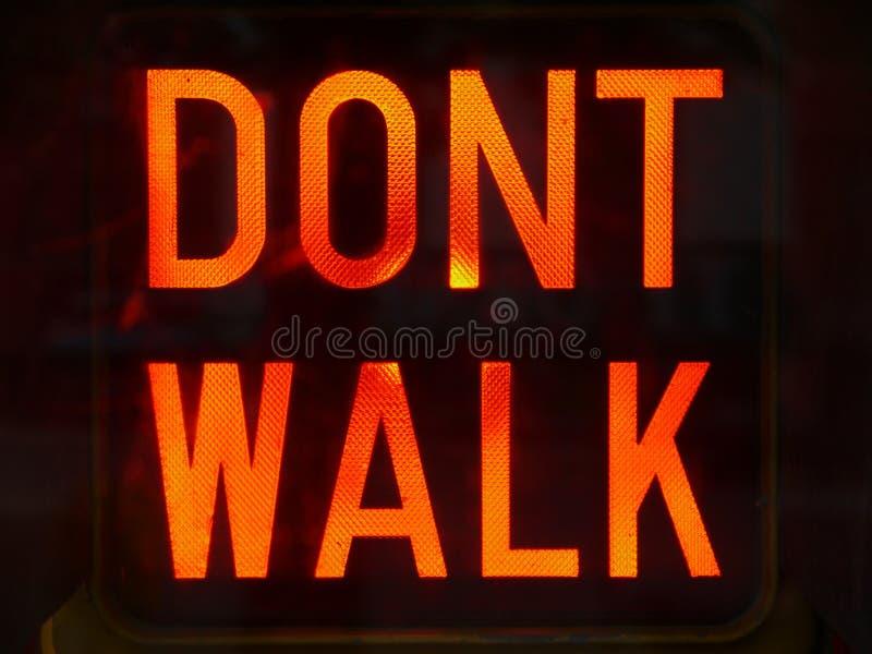 Ville : Ne marchent pas le signe photos libres de droits