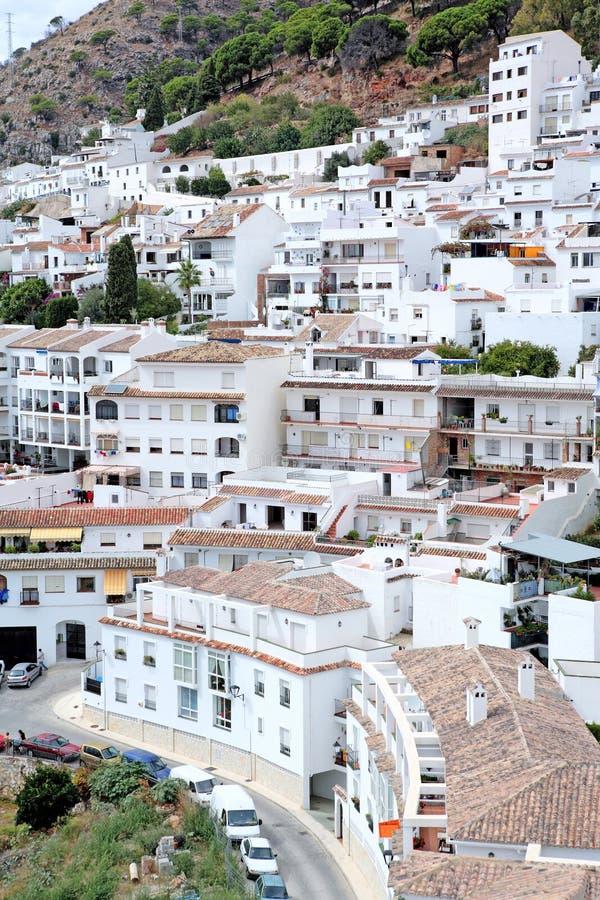 Ville ou pueblo occupée et compacte de Mijas en Espagne images libres de droits