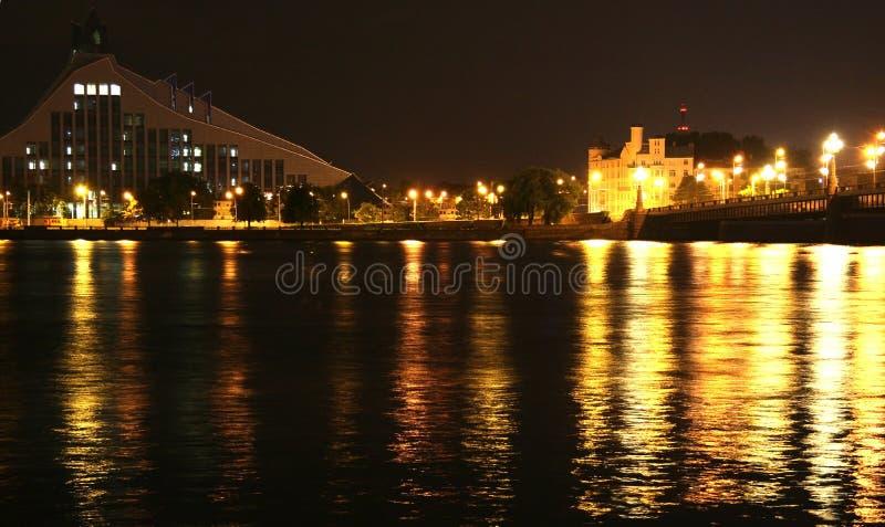 Ville par nuit photo libre de droits