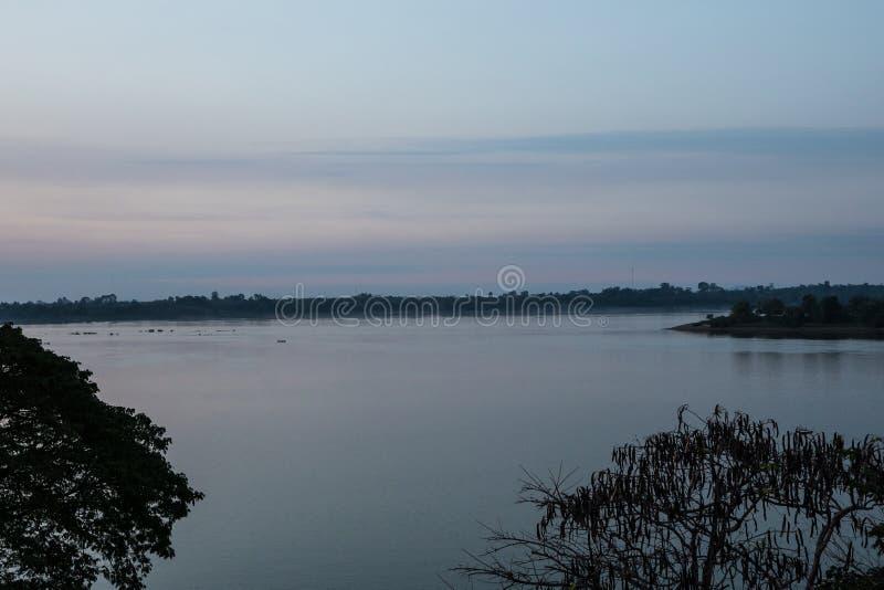 Ville piquée de Treng chez le Mekong au Laos image stock