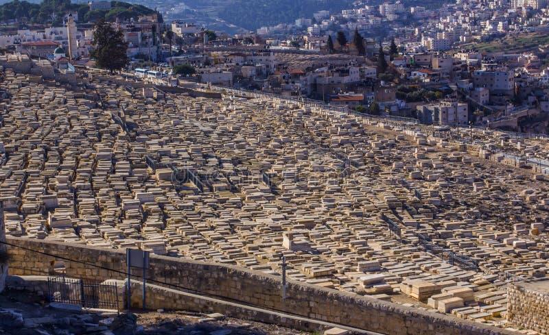 Ville Sainte Jérusalem de l'Esplanade des mosquées et cimetière juif photo stock