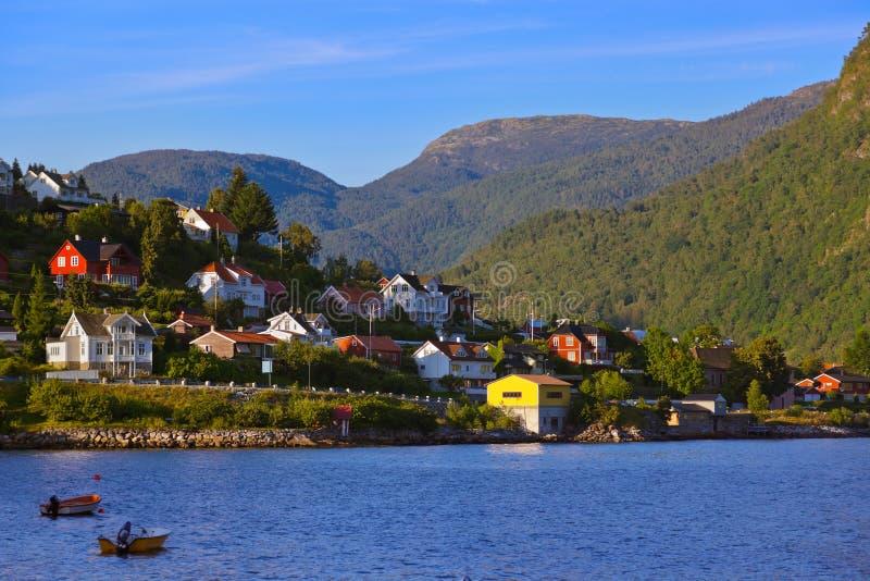Ville Sogndal et fjord - Norvège image libre de droits