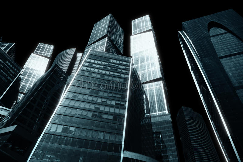 Ville sombre des gratte-ciel photographie stock
