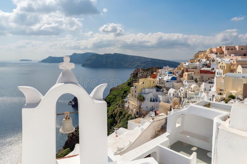 Ville spectaculaire d'Oia sur l'île de Santorini, Grèce photographie stock