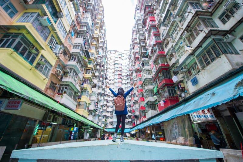 Villebrådfjärd, Hong Kong - Januari 12, 2018: Gammal lägenhet i Hong fotografering för bildbyråer