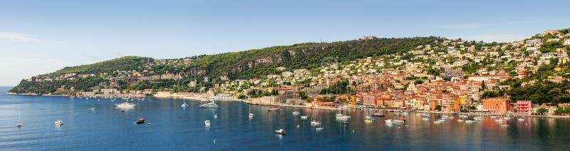 Villefranche-sur-Mer και ΚΑΠ de Νίκαια σε γαλλικό Riviera στοκ εικόνα με δικαίωμα ελεύθερης χρήσης