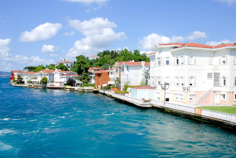 Villen - Bosporus lizenzfreie stockfotos