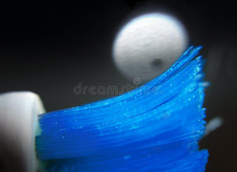 Villi azuis macro abstratos da escova de dentes imagens de stock