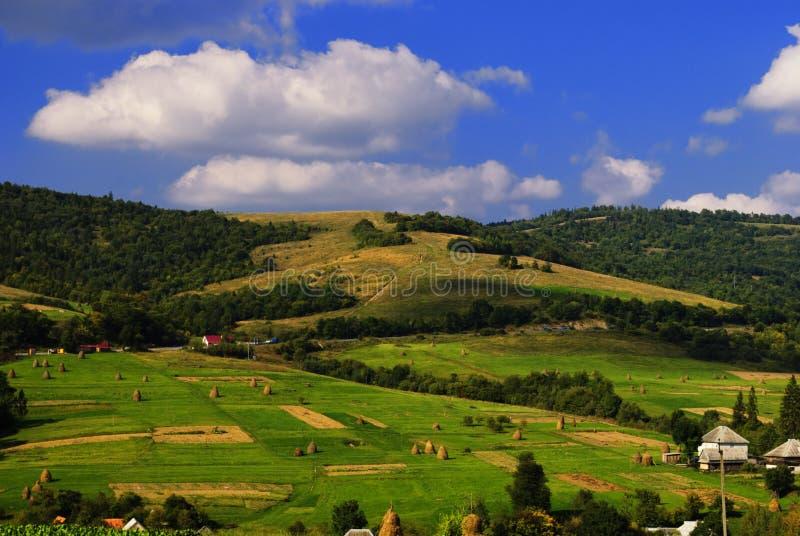 Download Villiage nas montanhas imagem de stock. Imagem de rural - 12812923