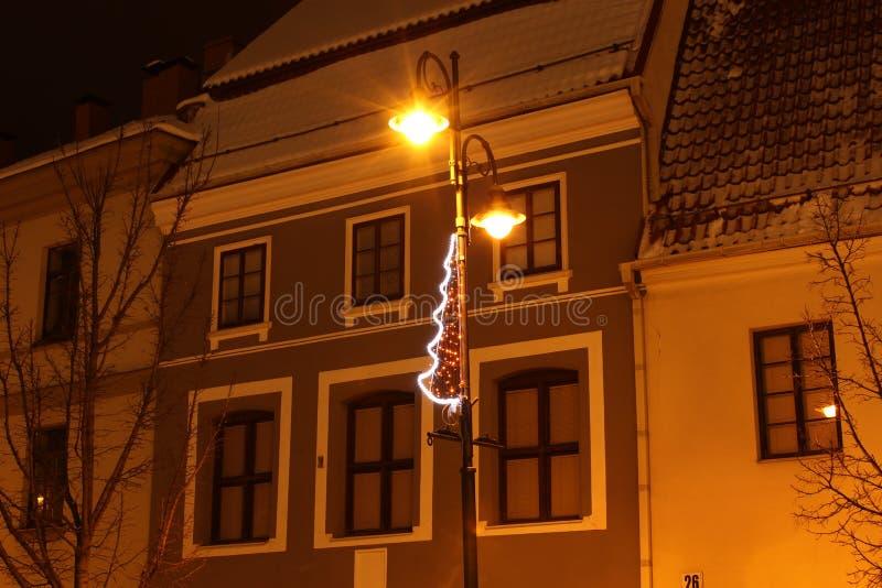Vilna, Lituania, 12-24-2018: arquitectura de Vilna de la noche fotos de archivo libres de regalías