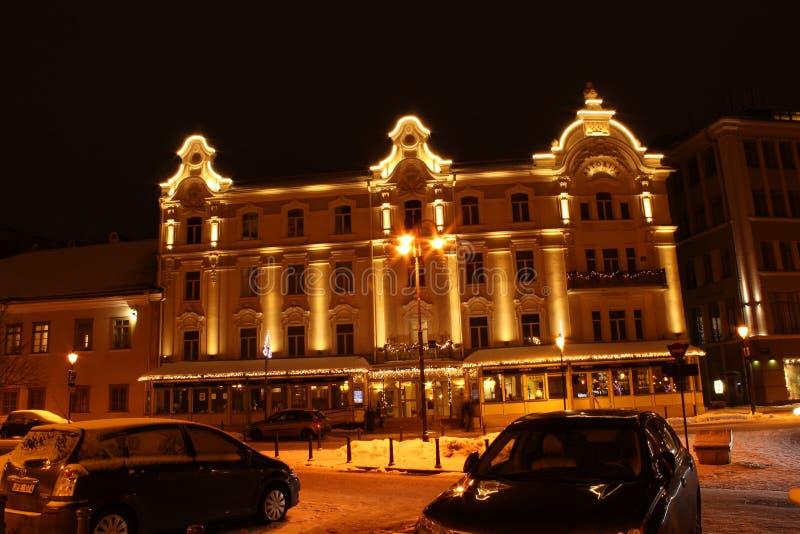 Vilna, Lituania, 12-24-2018: arquitectura de Vilna de la noche fotos de archivo