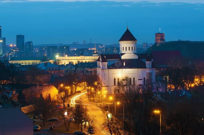 Vilna, Lituania en la noche imagen de archivo libre de regalías