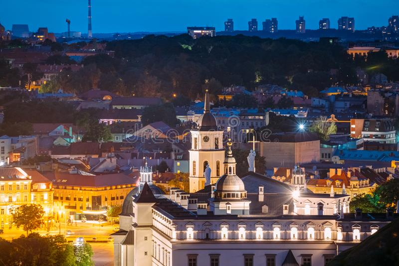Vilna, Lituania, Europa Oriental Vista aérea del centro histórico imagen de archivo