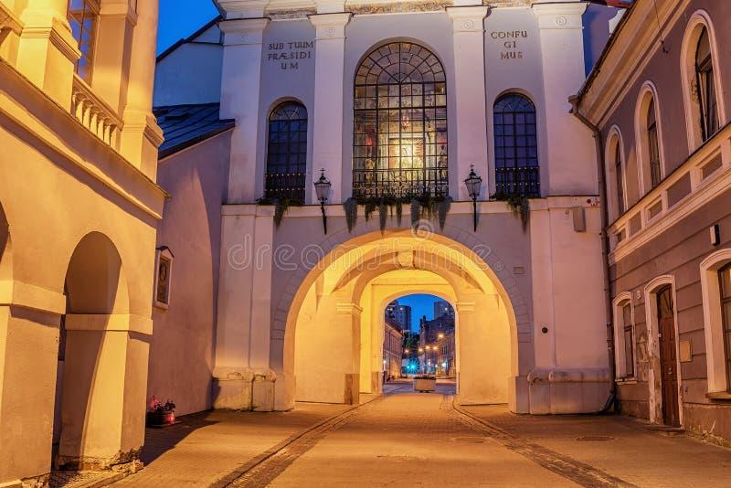 Vilna, Lituania: la puerta del amanecer, Lithuanian Ausros, vartai de Medininku, Brama polaco de Ostra en la salida del sol fotografía de archivo libre de regalías