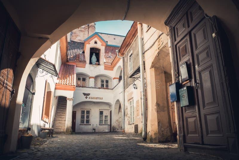 Vilnius, Λιθουανία - 14 Μαΐου 2017: προαύλιο στην οδό Pilies μέσα στοκ εικόνες με δικαίωμα ελεύθερης χρήσης