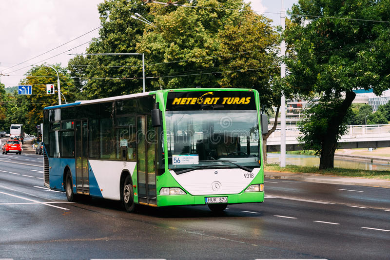 vilnius της Λιθουανίας Δημόσιο λεωφορείο Mercedes-benz στο καλοκαίρι Α Gostauto στοκ εικόνες