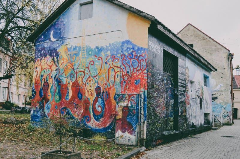 vilnius стена улицы надписи на стенах искусства цветастая покрытая стоковые фотографии rf