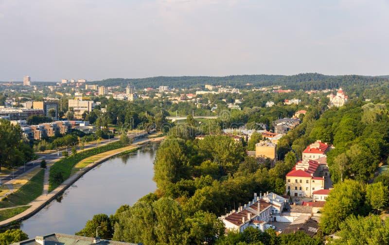 Vilnius au-dessus de Neris River photos stock
