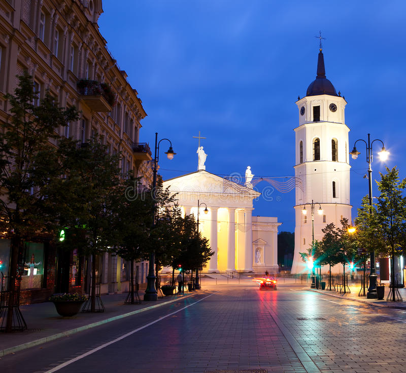 Vilnius bij nacht, de scène van het nachtleven royalty-vrije stock fotografie