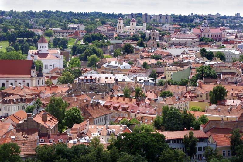 Vilnius gammal stadpanorama. royaltyfri bild