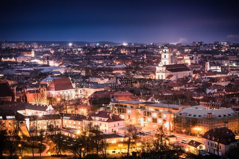Vilnius la nuit photographie stock