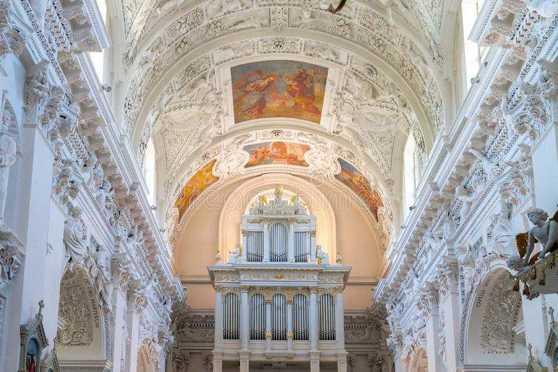 Vilnius Litauen - April 27, 2019: Inre av Sts r arkivfoto