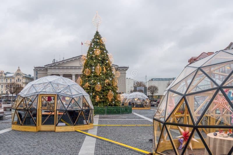 Vilnius Litauen - December 13, 2018: Jul marknadsför i Vilnius stadshusfyrkant Jul i Vilnius - det störst arkivfoto