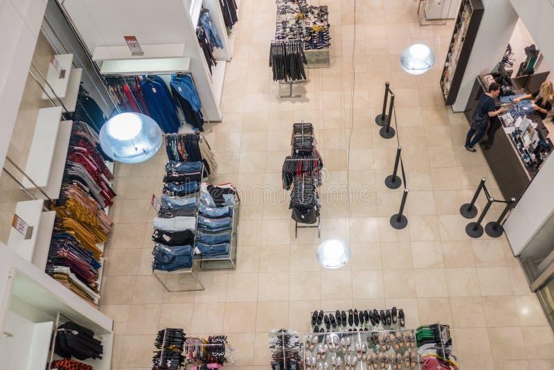 Vilnius Litauen, am 19. Juli 2018: Ansicht zu Zara-Speicher von oben Zara ist ein spanischer Kleidungs- und Zubehöreinzelhändler stockfoto