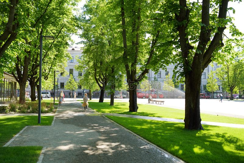 VILNIUS, LITAUEN - 11. MAI 2018: Eben erneuertes Lukiskes-Quadrat in Vilnius lizenzfreie stockfotografie