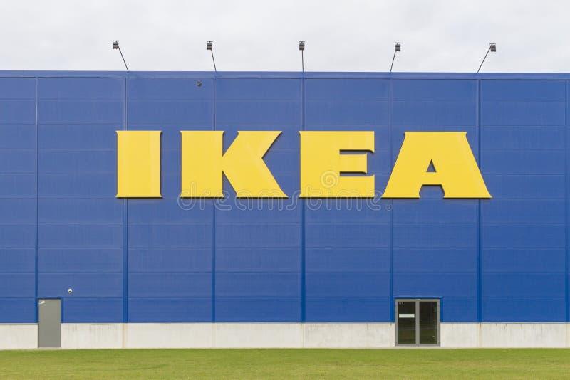 VILNIUS, LITAUEN - 18. September 2016: Ikea ist der größte Möbeleinzelhändler der Welt und verkauft bereites zusammenzubauen lizenzfreie stockfotos