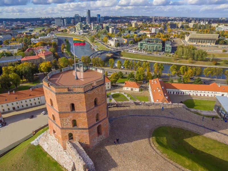 Vilnius, Litauen: von der Luftdraufsicht des Oberleders oder des Gediminas-Schlosses lizenzfreies stockfoto