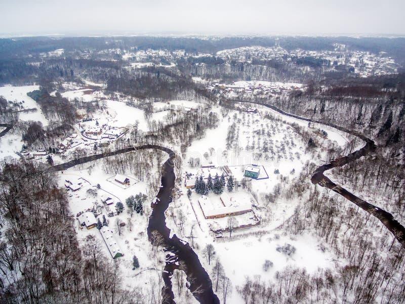 Vilnius, Lithuania: powietrzny odgórny widok Vilnele rzeka i Belmontas park w zimie obrazy royalty free